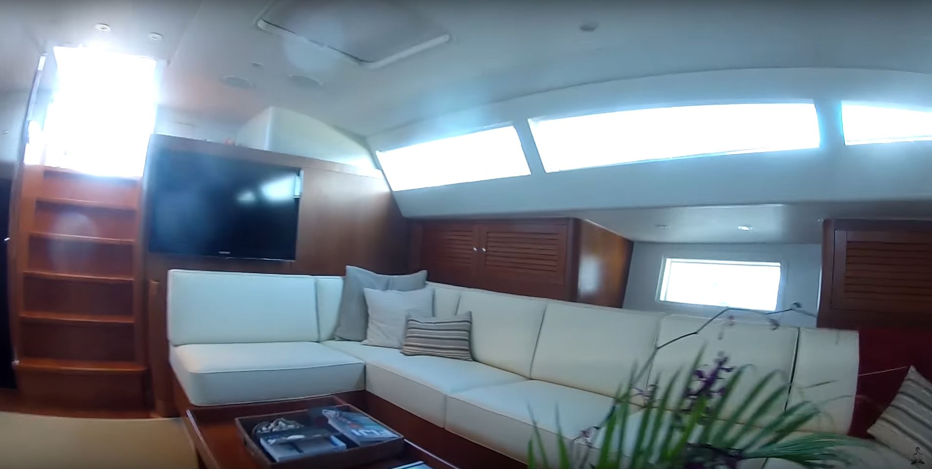 superyacht sailboat south pacific liveaboard cruising