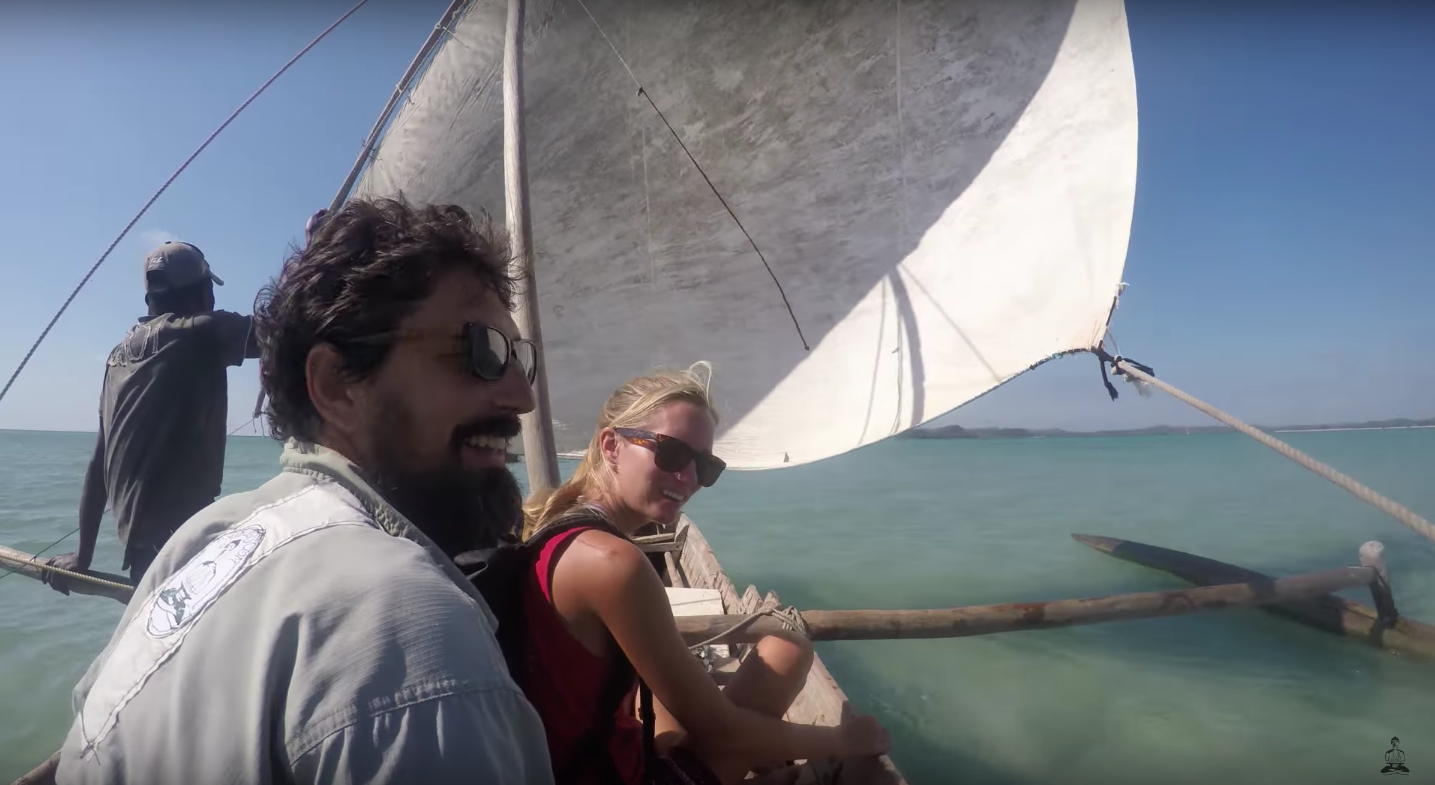 pirogue madagascar sailing africa
